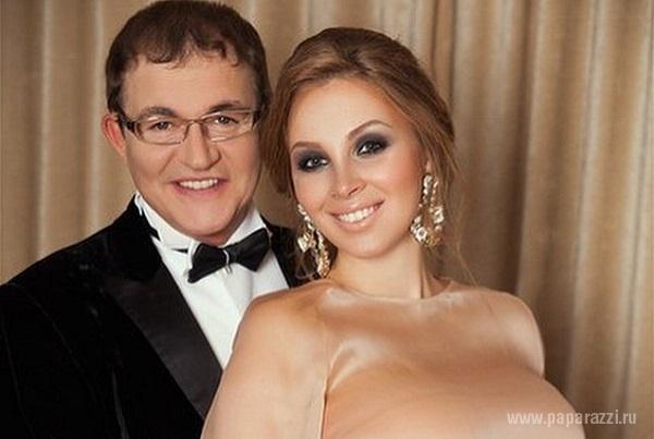 Дмитрий Дибров впервые после родов вывел в свет свою жену Полину