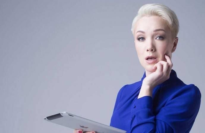 «Не рановато?»: подписчики осудили Дарью Мороз за макияж и необычный цвет волос дочери