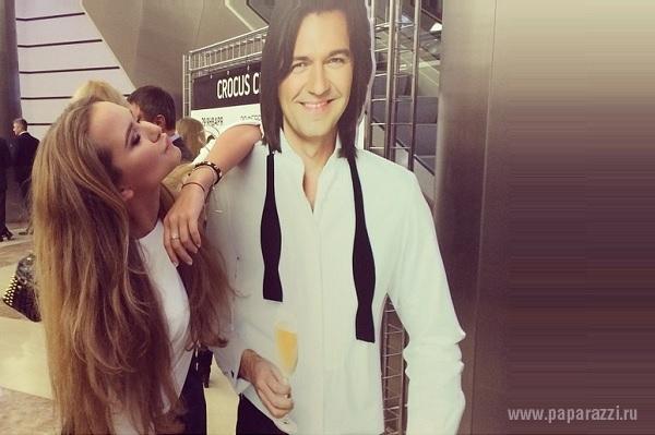Стефания Маликова поздравила папу с юбилеем песней