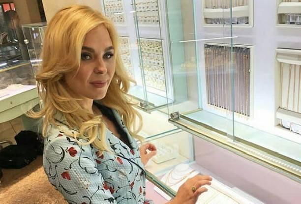 Пелагея получает роскошные подарки от мужа вопреки слухам об измене
