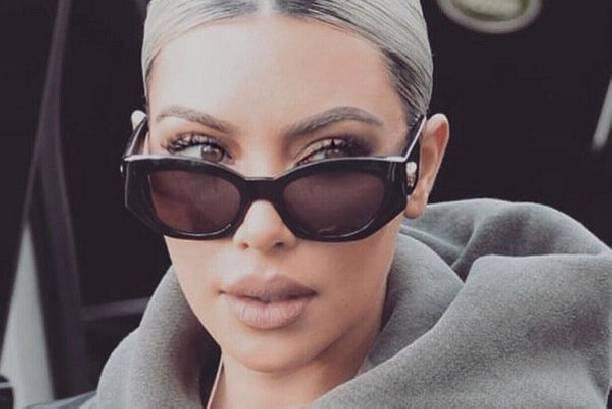 Ким Кардашьян сложно узнать на архивном снимке