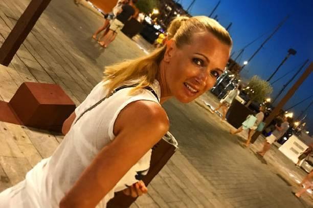 Олеся Судзиловская продемонстрировала шикарную грудь в купальнике