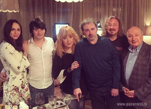 Почтив память убитого Бориса Немцова Алла Пугачева отправилась в ресторан «разрешать весну»