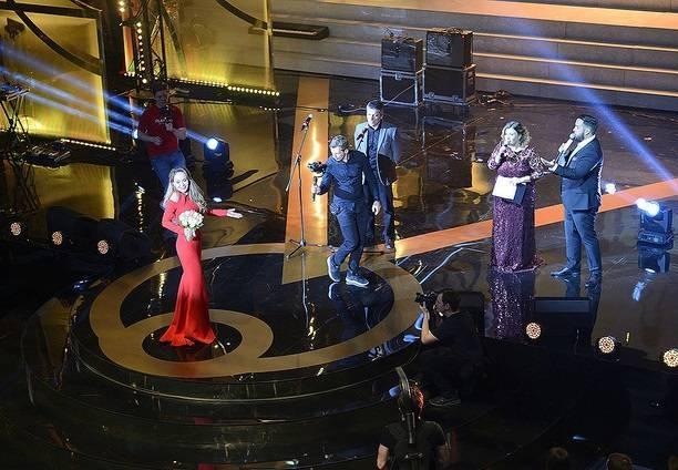 Анна Калашникова пришла на светское мероприятие в свадебной фате