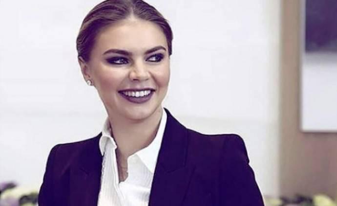 Ксения Собчак назвала стоимость платья впервые за долгое время появившейся на ТВ Алины Кабаевой