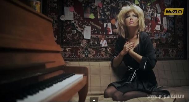 Ксения Собчак начала карьеру певицы и уже сняла настоящий видеоклип