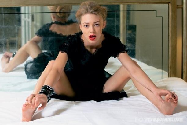 Оксана Акиньшина предпочитает блондинок