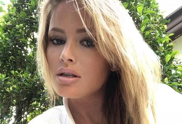 Дана Борисова засветила грудь на отдыхе