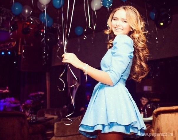 Стефания Маликова потратила миллион рублей на празднование дня рождения в караоке