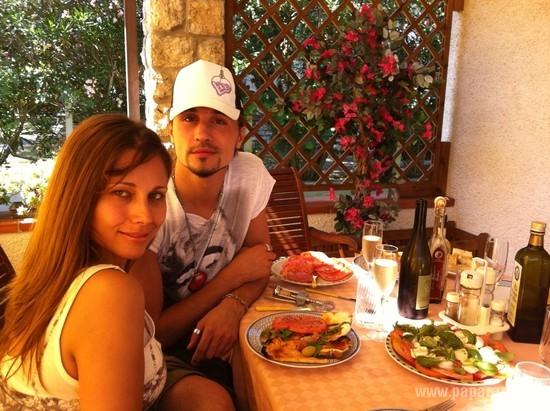 Дима Билан со своей новой подругой отдыхает в Сен-Тропе.