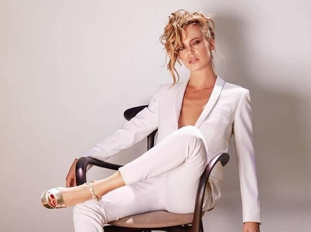 Впрозрачной блузке и в нижнем белье фото 1-305
