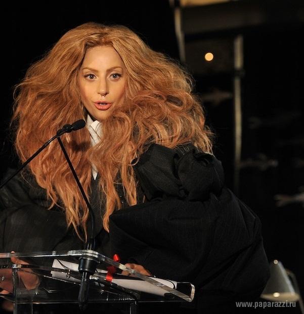Весь интернет обсуждает слишком откровенное выступление Леди Гага и Р.Келли