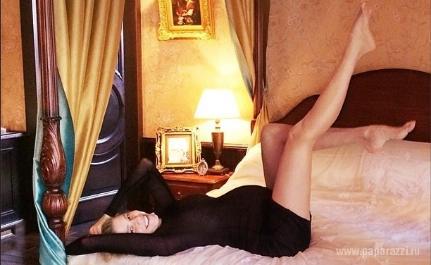 Беременная Елена Перминова опубликовала весьма пикантные фотографии