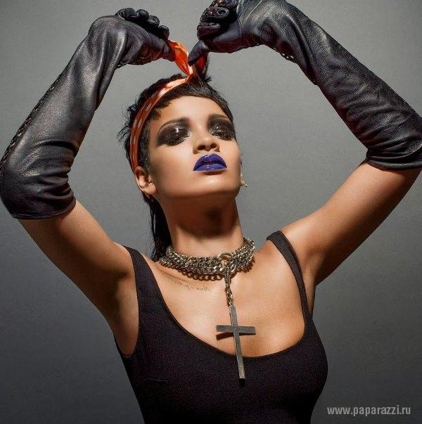 Радикальный макияж и наряды госпожи Рианны