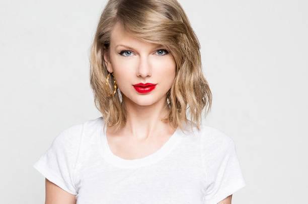 Тейлор Свифт огорчила поклонников, удалив все фотографии из соцсетей