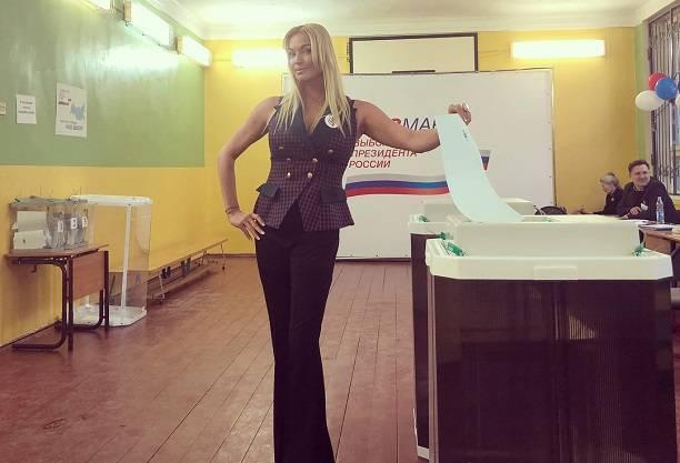 Поклонники Анастасии Волочковой разочарованы её поведением на избирательном участке