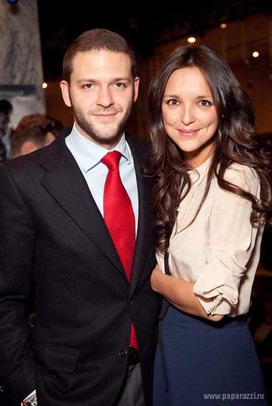 В сети появились фото со свадьбы Константина Крюкова холли берри