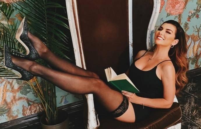 Анна Седокова загипнотизировала поклонников своей попкой