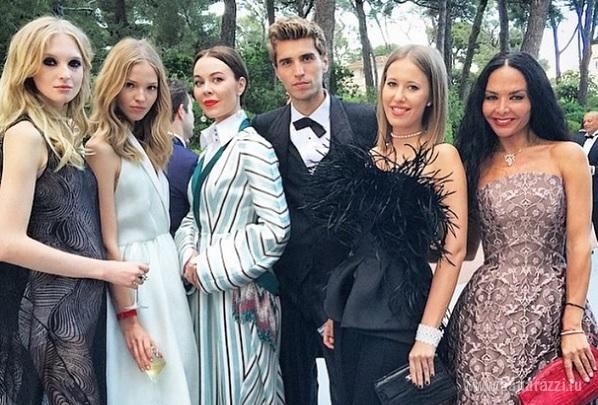 Ирина Шейк и Ксения Собчак отметились на престижной вечеринке amFAR в ...