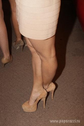 фото туфли топчат грудь