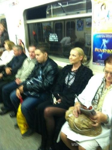 Дала незнакомцу в метро фото 572-468