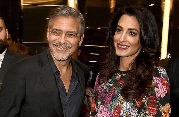 Джордж и Амаль Клуни впервые были запечатлены во время свидания после рождения детей