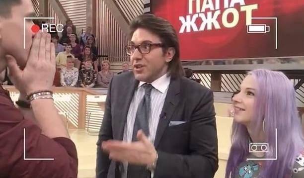 Подозрительное пятно на брюках Андрея Малахова стало причиной бурного обсуждения