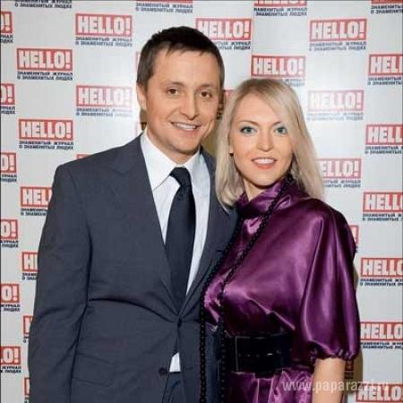 фото артем михалков с женой