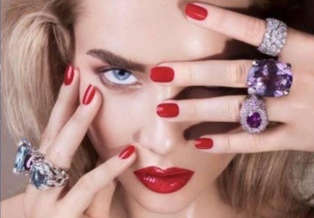 Модель из России Анастасия Михайлюта презентовала новую коллекцию ювелирных украшений от Dior