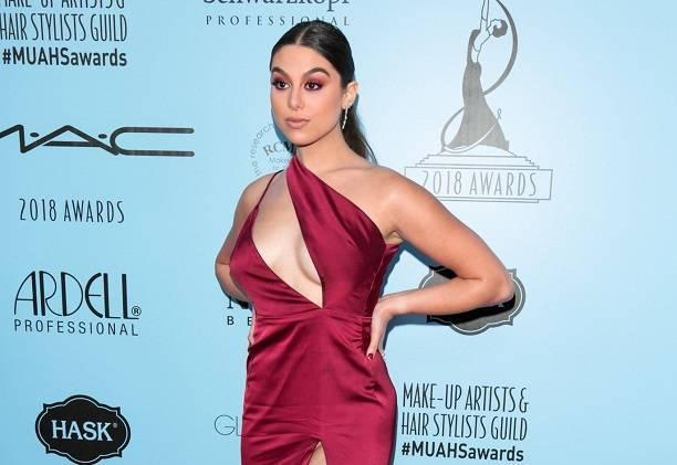 Актриса Кира Косарин засветила свои прелести на светской вечеринке