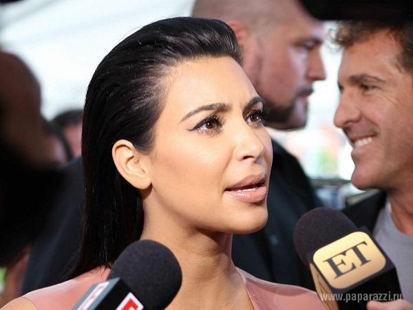 Беременная Ким Кардашян втиснула тело в платье из латекса