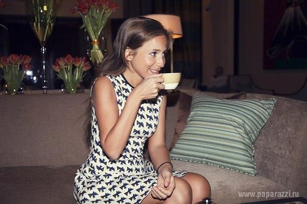 Юля Барановская - Аршавина не скрывает свои красивые ножки