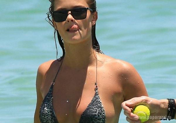 Нину Агдал застукали на пляже с новым бойфрендом