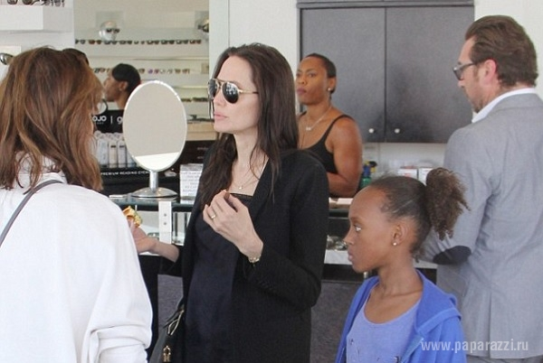 У Анджелины Джоли начались проблемы со зрением