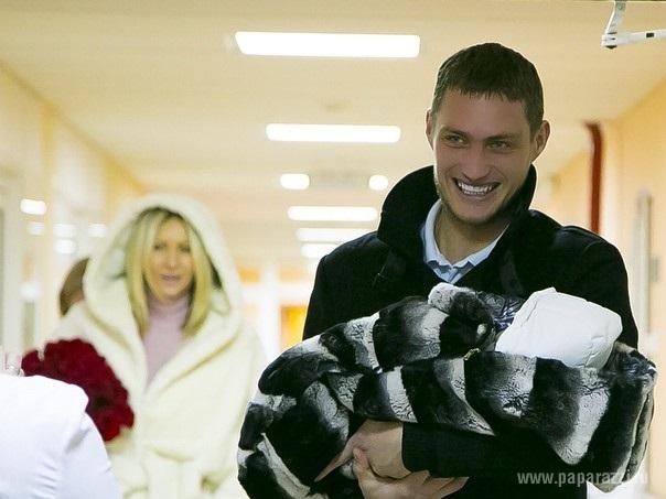 Александр Задойнов решил познакомить дочку Александру с сибирскими морозами