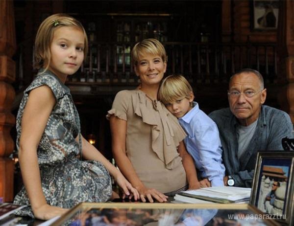 Марии Кончаловской стало лучше, родители ждут первых слов от дочери