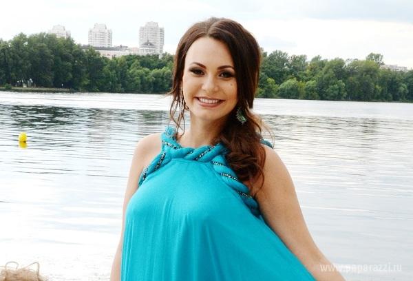 Беременная Инна Жиркова предпочитает обходиться без нижнего белья