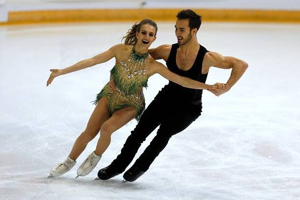 Французская фигуристка Габриэла Пападакис обнажила грудь во время олимпийского проката
