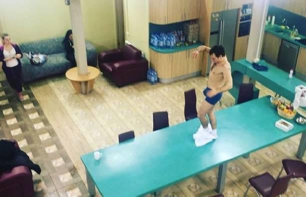 Эротический танец на столе от Ивана Зари шокировал коллег и зрителей
