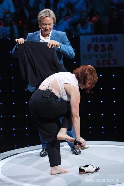 Роза Сябитова устроила стриптиз на шоу