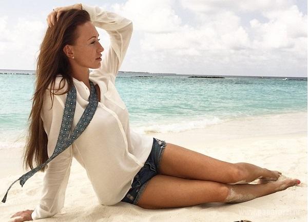 Жена известного футболиста Екатерина Малафеева показала стройное тело на Мальдивах