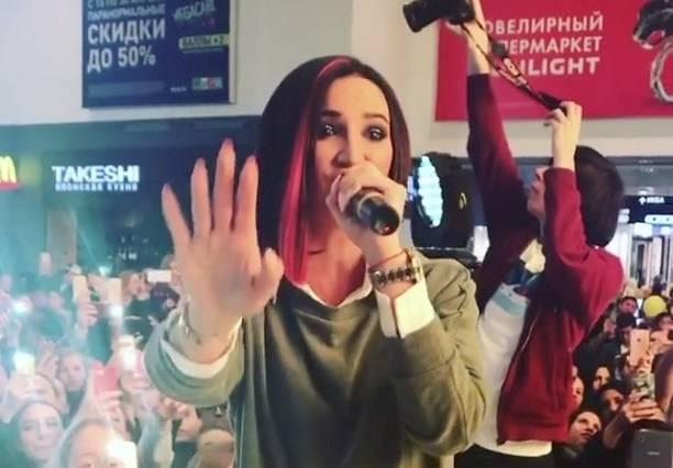 Ольга Бузова выступила без фонограммы