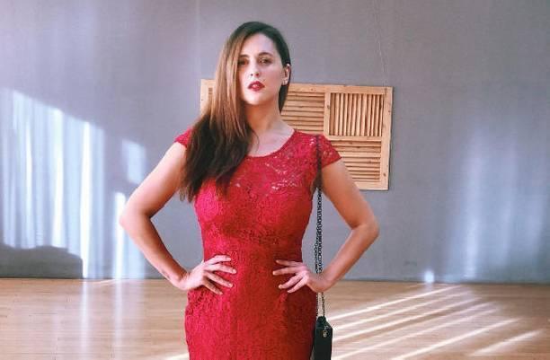 Актриса Мария Шумакова продемонстрировала свои формы на снимке топлес