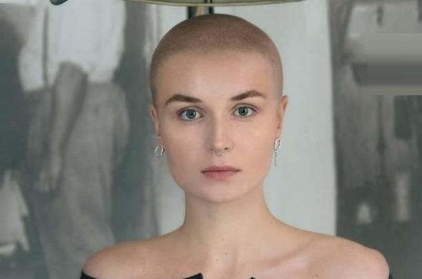 Полина Гагарина постриглась наголо