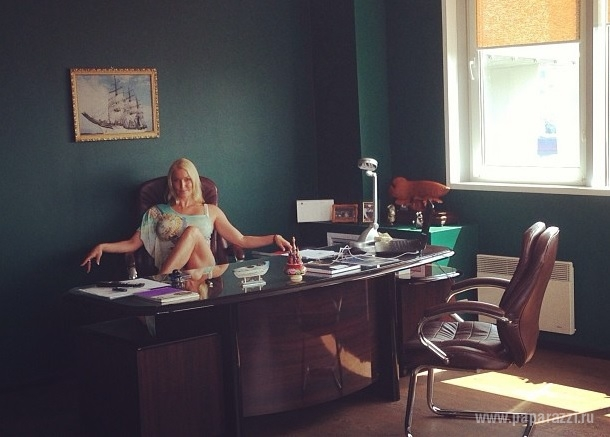 Анастасия Волочкова начинает утро с шампанского