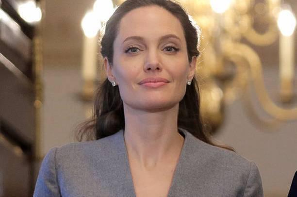 Поклонники разочаровались, увидев застывшее от ботокса лицо Анджелины Джоли