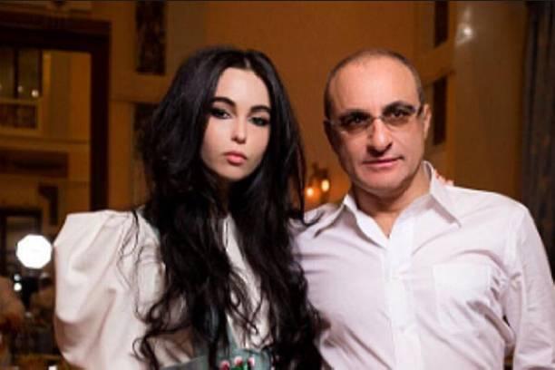 Дочь Михаила Турецкого узаконила отношения с возлюбленным