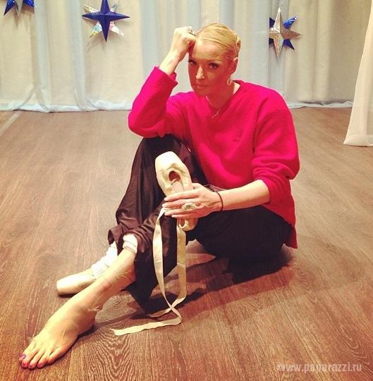 Анастасия Волочкова танцевала перед детьми, превозмогая боль
