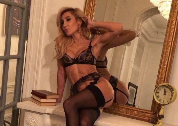 Блогер Demivika снялась в эротический фотосессии