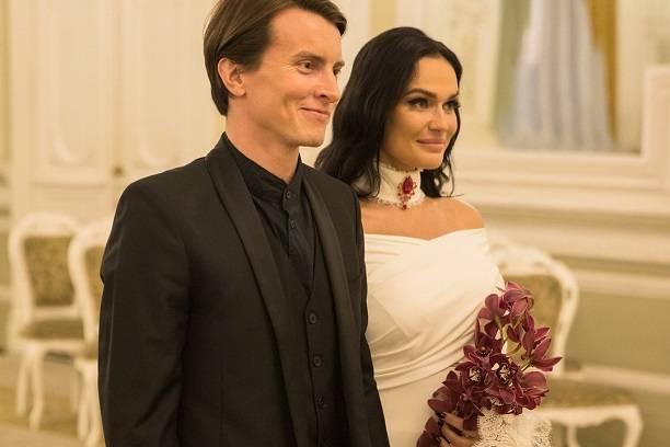 Алена Водонаева приехала на собственную свадьбу без трусов